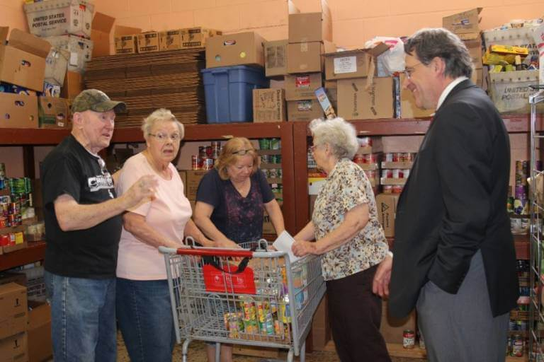 Bridgeview Mayor Steve Landek visits the new Food Pantry in Bridgeview. Photo courtesy of the Des Plaines Valley News