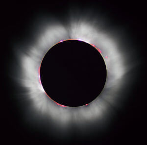 Total Solar eclipse 1999 in France. * Additional noise reduction performed by Diliff. Original image by Luc Viatour.(Photo credit: Wikipedia)