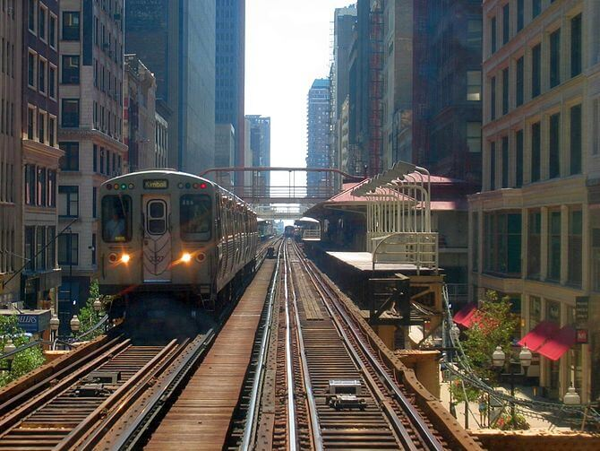 A CTA brown line train leaves Madison/Wabash station in the Chicago loop. looking south (Photo credit: Wikipedia