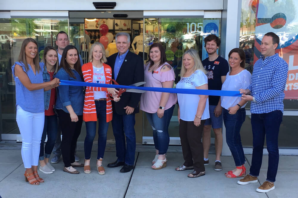 Orland Mayor Pekau honors Old Navy manager at grand opening
