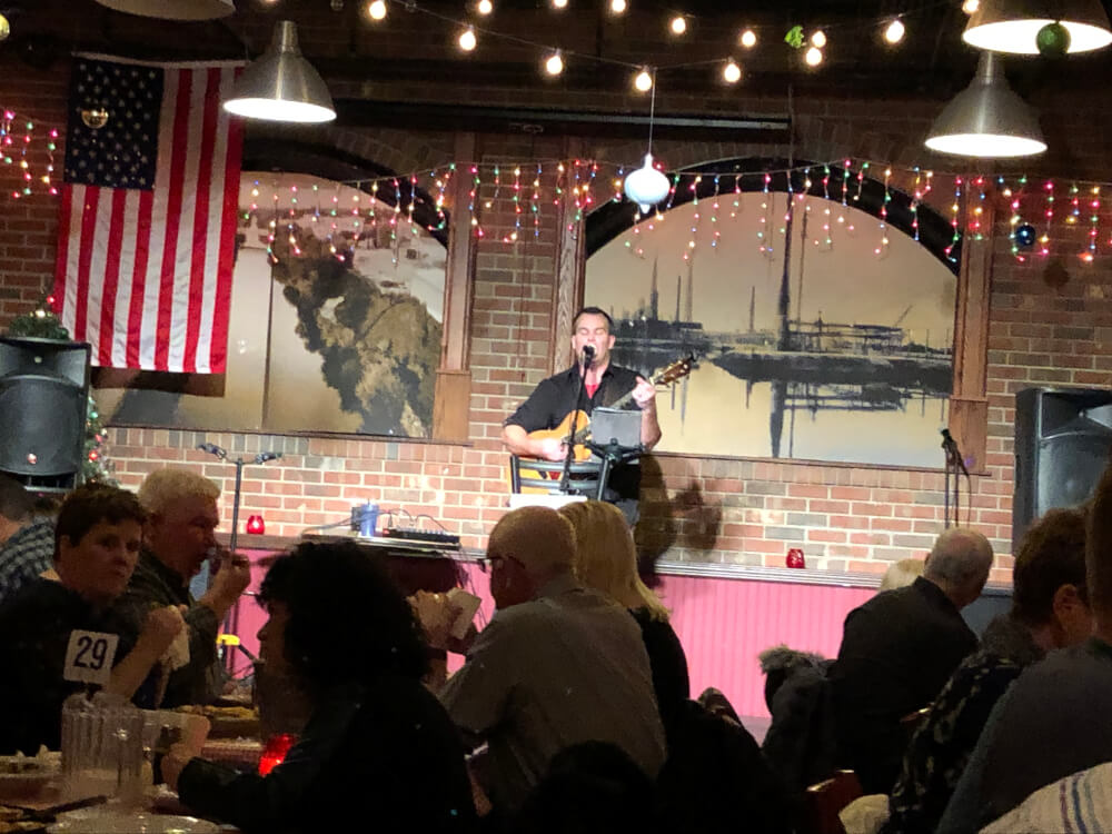 Guitarist Pete Stillwell entertains at Gelsosomo's Pizzeria in Lemont . Photo courtesy of Ray Hanania