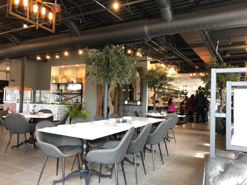 Oozi Corner restaurant dining room