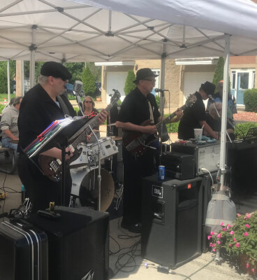 Lyons offers free concerts