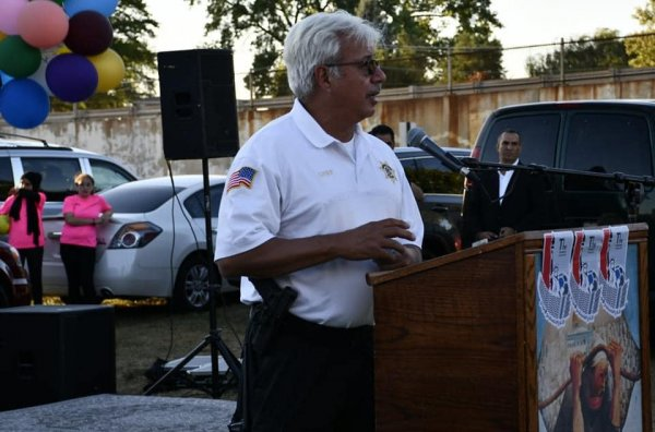 Bridgeview Police Chief Ricardo Mancha showing support to the Arab American and Muslim community. Photo courtesy of the American Arab Chamber of Commerce