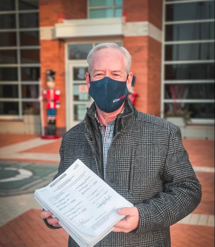 Former Orland Park Mayor Dan McLaughlin files petitions to unseat beleaguered Mayor Keith Pekau. Photo courtesy of McLaughlinc ampaign