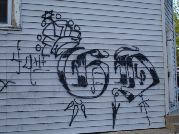 Street gang graffiti, Chicago. Courtesy Wikipedia Attribution-ShareAlike 4.0 International (CC BY-SA 4.0)
