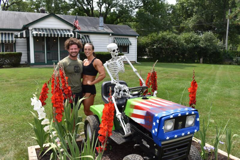 Skeleton lightens motorists' mood